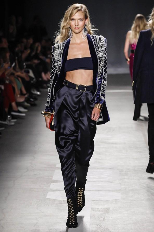 Karlie-Kloss-Vogue-21Oct15-Rex_b_592x888