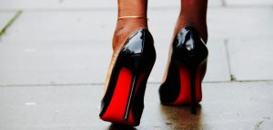 CAPE+FEATHERS+RED BOTTOMS | STREETSTYLE