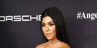 KOURTNEY KARDASHIAN FLAUNTS FLAWLESS BODY