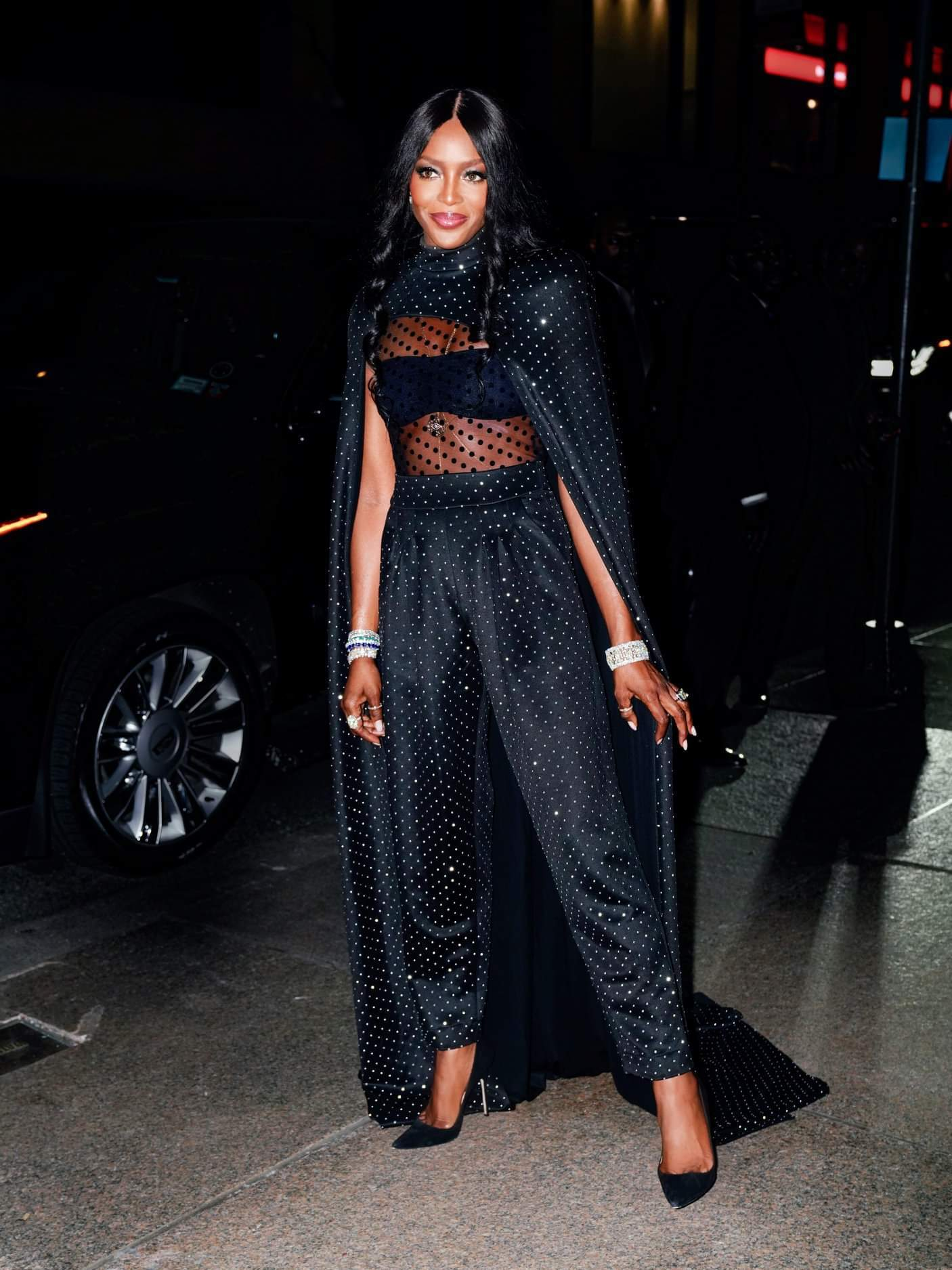 Naomi Campbell looks stunning in Balmain for Marc Jacob's wedding